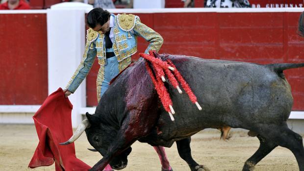 Curro Díaz, en un sentido muletazo