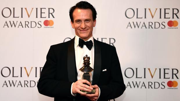 Jamie Parker, protagonista de «Harry Potter y el niño maldito», con su premio