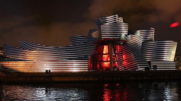 «Reflejos», el espectáculo luminoso de 59 Productions con elque el Guggenheim ha celebrado su cumpleaños
