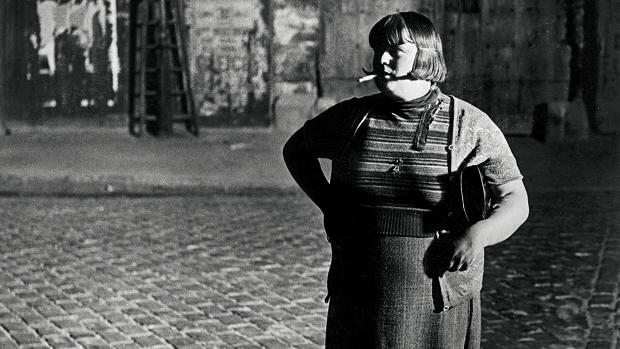 Brassaï. «Prostituta, cerca de la Place d'Italie» (detalle)
