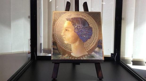 La primera obra pictórica de Leonardo Da Vinci es una placa en terracota datada en 1471 que representa a un joven Arcángel Gabriel