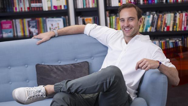 Joël Dicker después de la entrevista con ABC