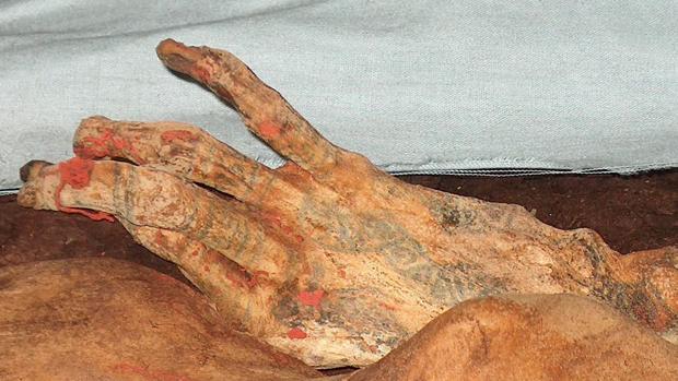 La mano de una de las más fomosa momias incas, la señora del Cao
