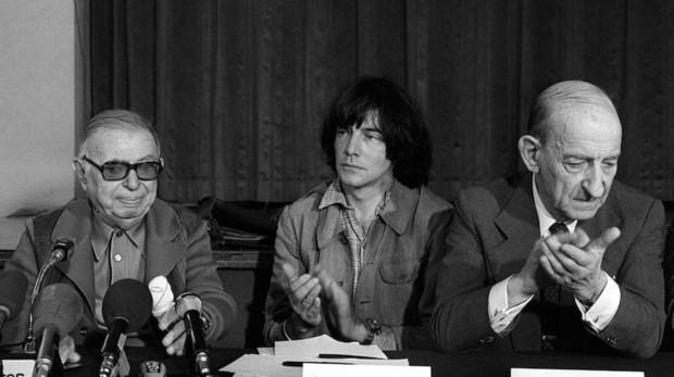De izquierda a derecha, Sartre, Glucksmann y Raymond Aron en París (1970)