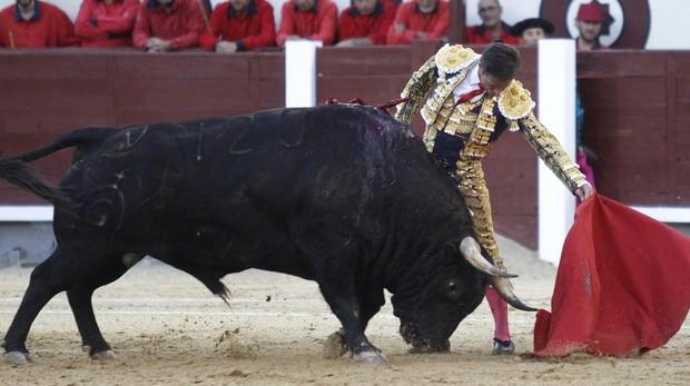 Diego Urdiales, al natural con el estupendo cuarto toro