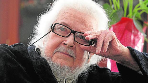 Fernando del Paso, fotografiado en su casa de Guadalajara (México), el día que ganó el premio Cervantes