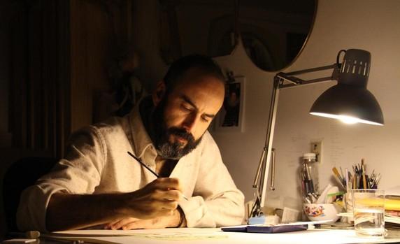 El artista onubense Manuel Antonio Domínguez trabajando en su estudio