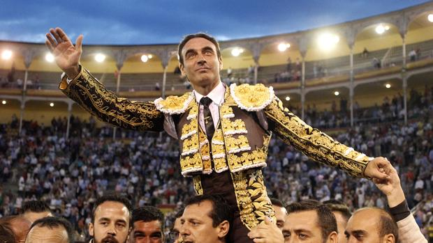 Enrique Ponce sale a homros en Las Ventas