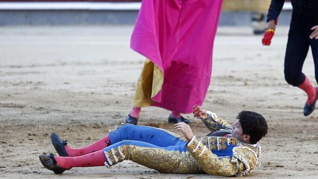 Sebastián Ritter, en la arena tras sufrir el serio percance