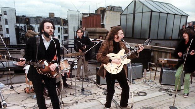 Los Beatles, durante el mítico concierto en la azotea del número 3 de Savile Road