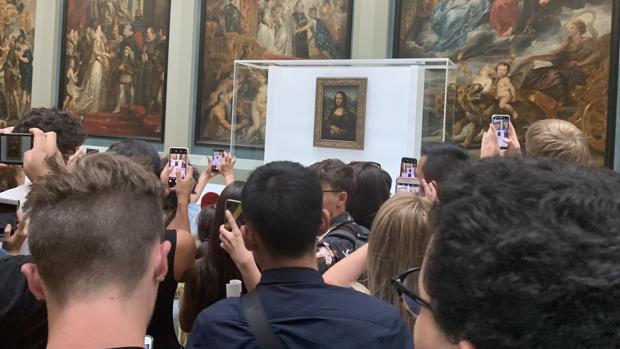 La Mona Lisa sigue sonriendo a pesar de la mudanza