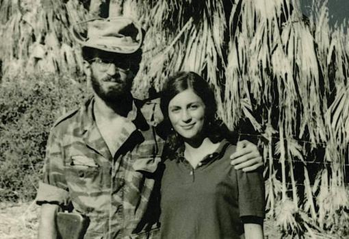 Tony Judt con una amiga en Israel, en 1967
