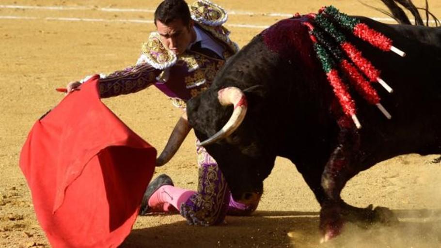 Orejas para El Fandi con un gran toro de Salvador Domecq en Huesca