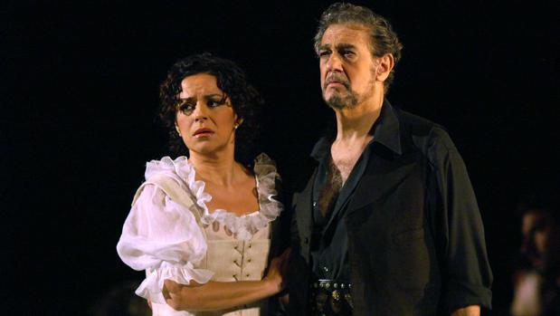 Nancy Fabiola Herrera y Plácido Domingo en el Teatro Real