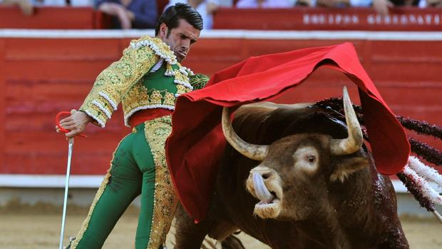 Soberbia faena de Emilio de Justo, a hombros en Albacete