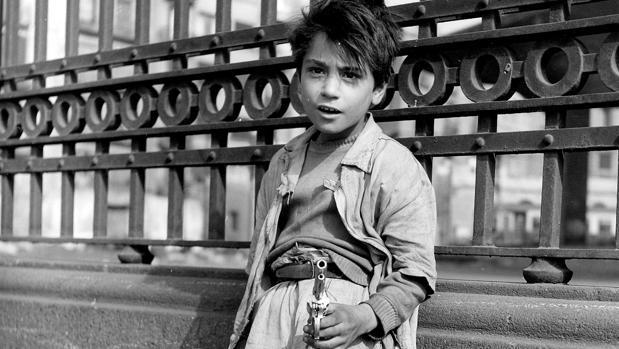 Detalle de «Niño con pistola»