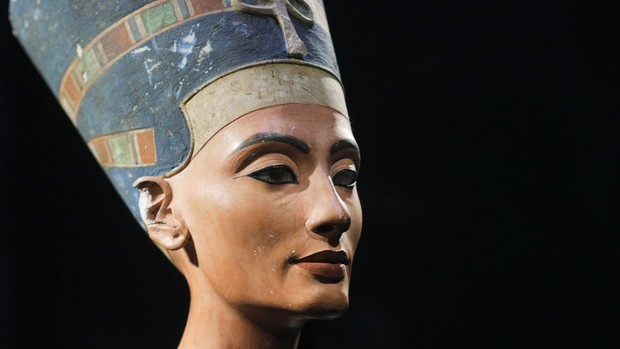 Un posible pasadizo secreto resucita la teoría de que Nefertiti está enterrada junto a Tut Nefertiti-kRhB--620x349@abc