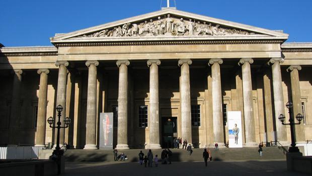 Entrada del British Museum, en Londres