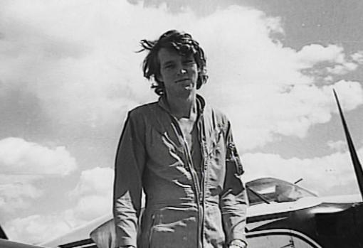Jean de Breteuil, su un aerodromo