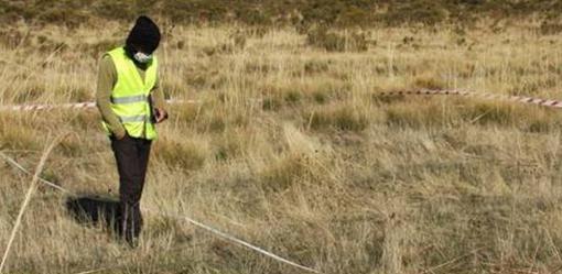 El arqueólogo Iván Aguilera, durante las labores de prospección de un campamento romano