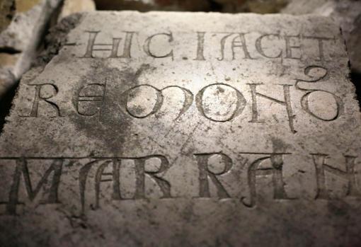 Una inscripción en una tumba