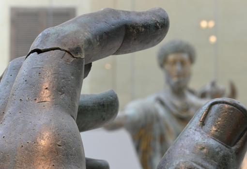 El fragmento en bronce del dedo índice