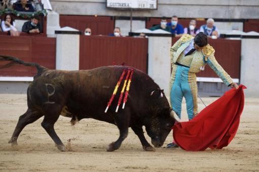 Morante de la Puebla, natural with the bull 'Guitarra'