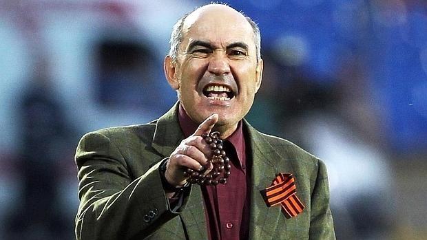 Kurban Berdiev, entrenador del Rostov, nunca abandona el «tasbih» en el banquillo