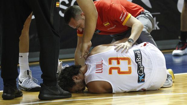 Sergio Llull se duele de la lesión de rodilla