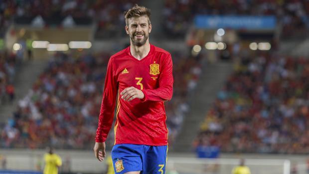 Gerard Piqué durante un partido con España