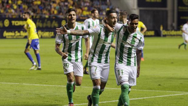 Sergio León celebra uno de sus tantos frente al Cádiz