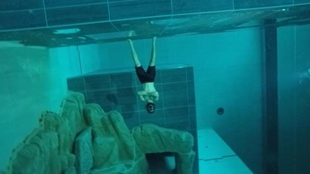 Regino Hernández, durante una de las inmersiones de apnea en la piscina «Y-40»