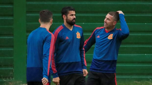 Costa, con Ramos en el entrenamiento previo al duelo ante Marruecos