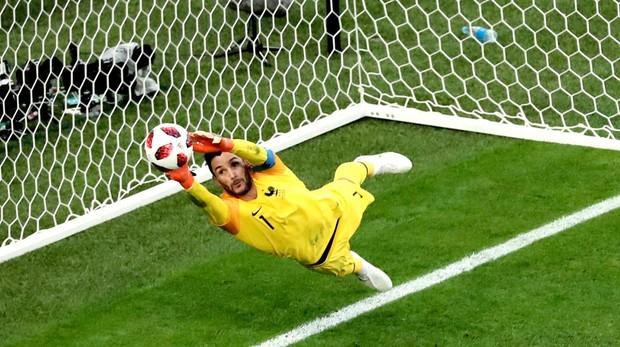 Lloris haciendo una de las paradas del Mundial en el partido de Francia contra Bélgica