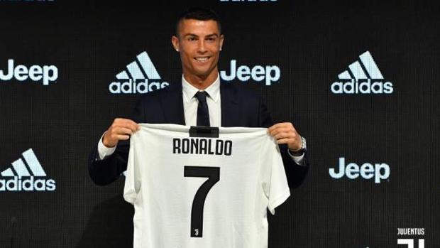 Cristiano Ronaldo durante su presentación con la Juventus