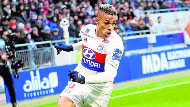 Mariano, en un encuentro con el Olympique de Lyon