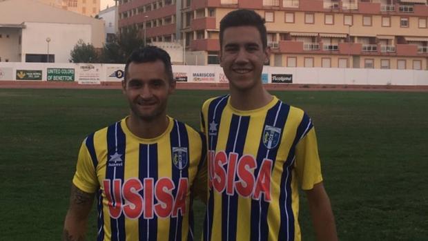Daniel Cifuentes y su hijo Alberto, jugadores del Isla Cristina CF