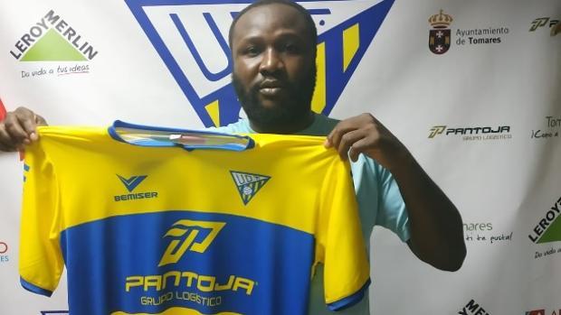 Kabiru Akinsola, nuevo jugador del conjunto sevillano de la UD Tomares