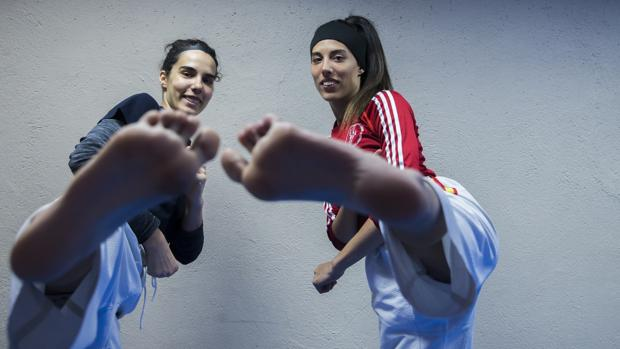 Marta (izquierda) y Eva Calvo posan para ABC durante la entrevista