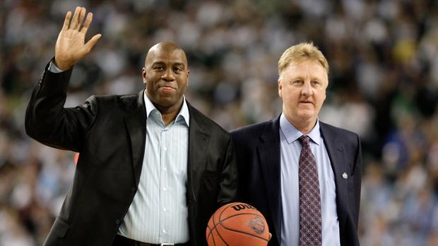Johnson, con Larry Bird, en una imagen de archivo