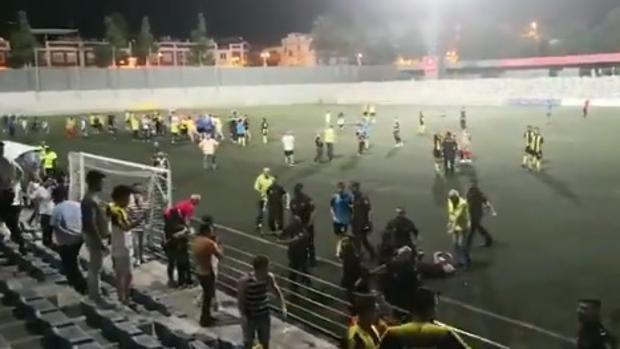 Momento de los incidentes en el partido entre la Peña Rociera y el Villafranco