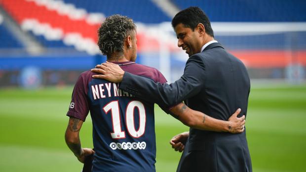 Nasser Al-Khelaifi y Neymar en el Parque de los Príncipes