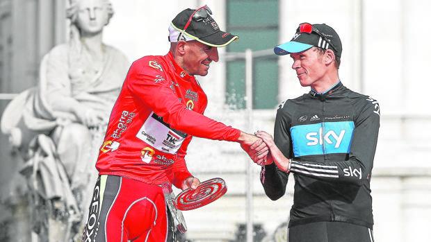 Cobo y Froome se felicitan en el podio de la Vuelta a España de 2011