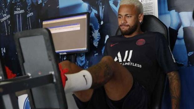 Neymar en el gimnasio del PSG