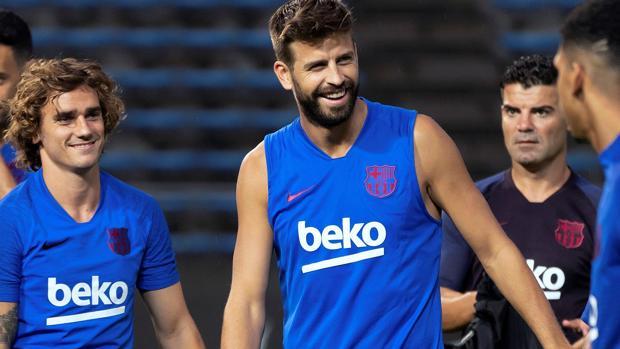 Piqué, en un entrenamiento del Barça