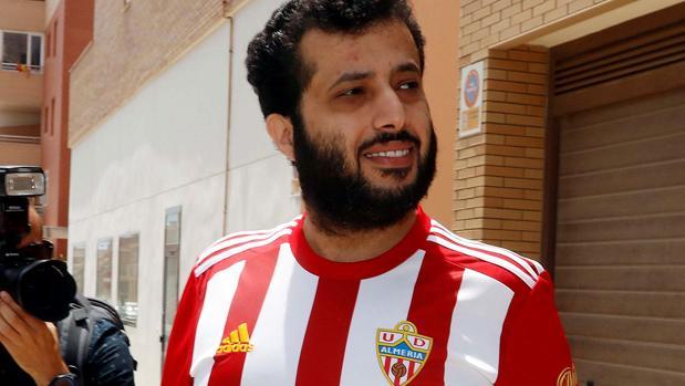 El jeque Turki Al-Sheikh, a su salida de la notaría en la cerró la compra del Almería