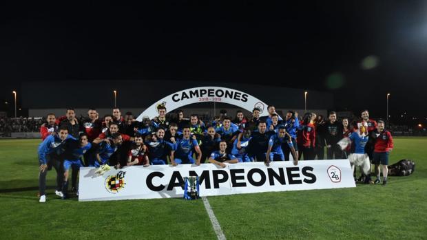 El Fuenlabrada celebrando el ascenso a Segunda división