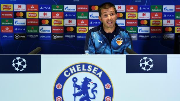 Los jugadores dejan solo a Celades en Stamford Bridge