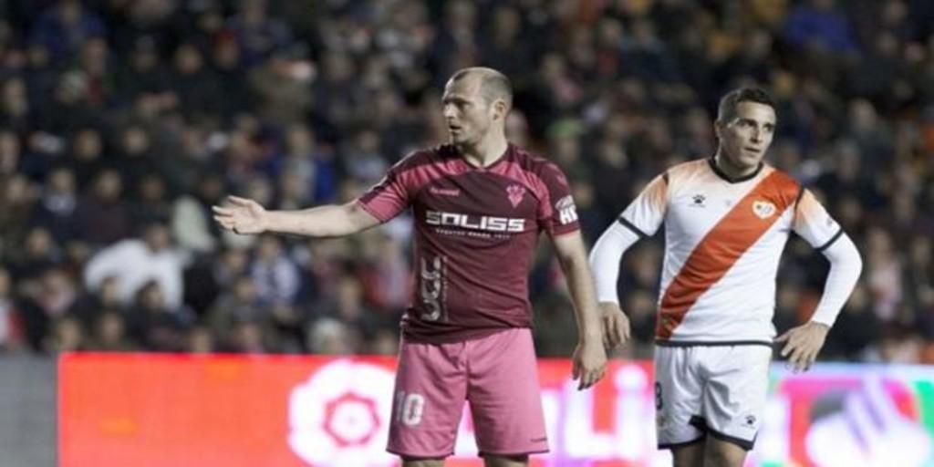 Los polémicos tuits de Rufián y Errejón tras la suspensión del Rayo-Albacete