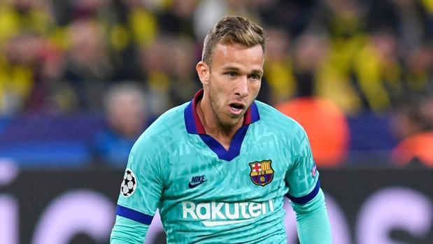Arthur durante un partido con el Barcelona
